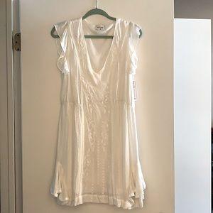 BRAND NEW WHITE AURA DRESS (medium)